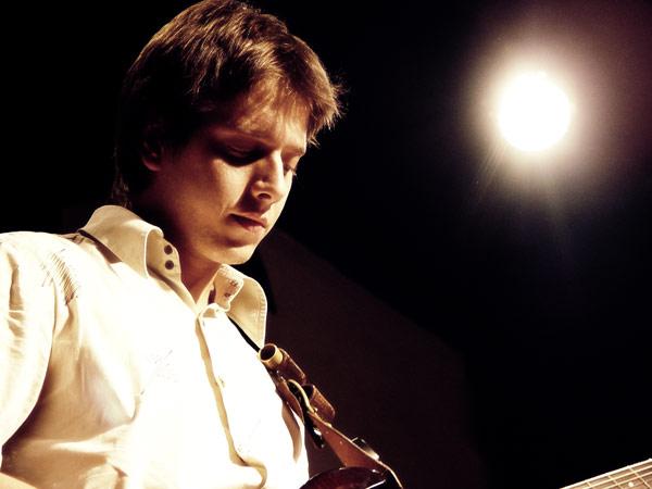 На фото: Миша. Десятилетие группы «Девять» в клубе «Мастерская». Автор фото: willi-h. Дата: 24.09.2009.
