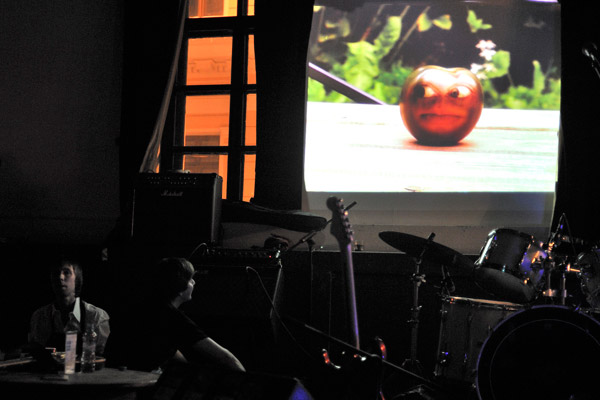 Чой, Миша. Презентация клипа напесню «Здравствуй» вклубе «Мастерская». Заснят момент премьеры клипа.