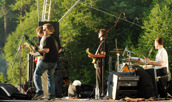 Выступление «Девять» на летнем фестивале «Космофест» в Боровске. Фотограф: Ника Дорофеева. 09.07.2011.