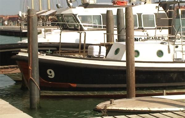 Лодка девять. Канал поблизости от Набережной неисцелимых, Венеция, Италия.