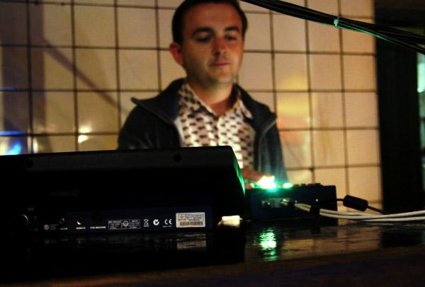 Александр Паршин, взявший на себя нелёгкое дело художника по свету на презентации альбома «Без мая».