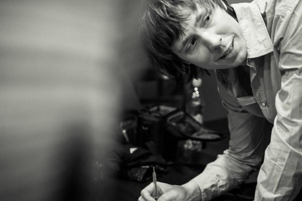 Чой, раздача автографов, концерт в Тамбове. Фотограф: Павел Терехов. Дата: 14.04.2012